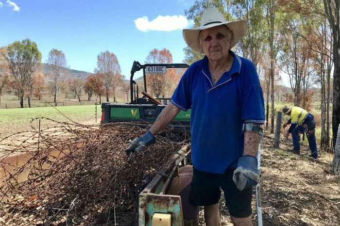Woolooga bushfire recovery boosted by volunteers helping ease farmers' heartache